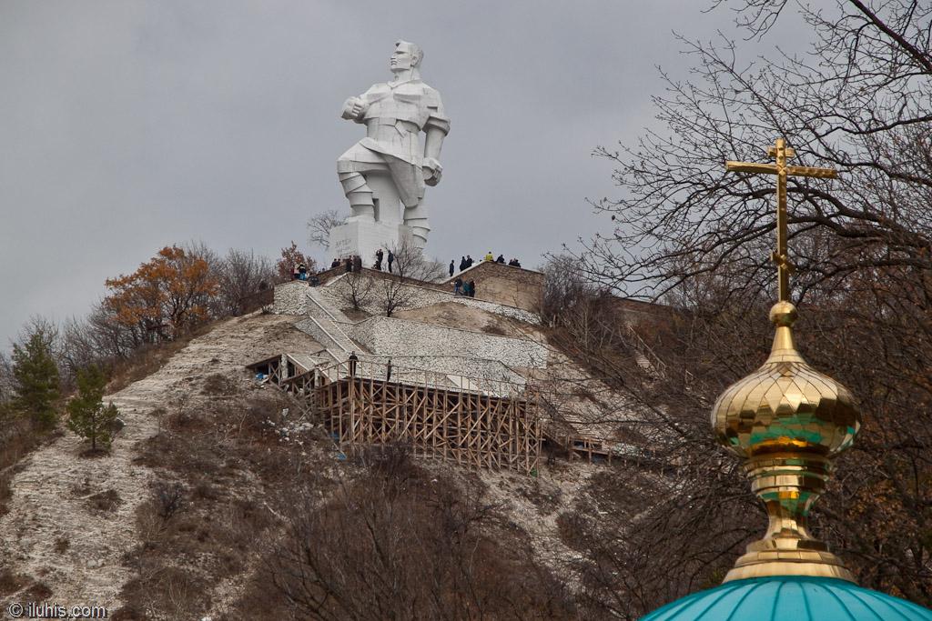 Памятник Артёму. Святогорск