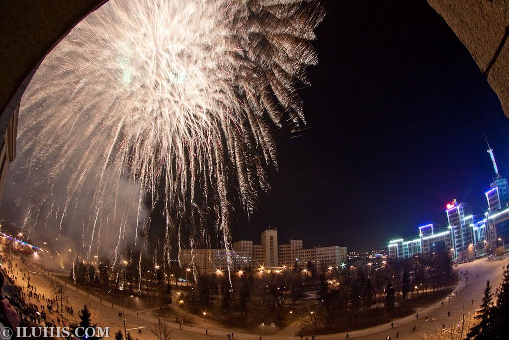 Новогодний фейерверк на Площади Свободы. Харьков