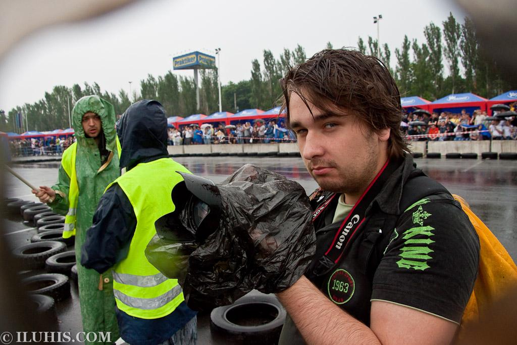 Соревнования по дрифту под дождем в Донецке
