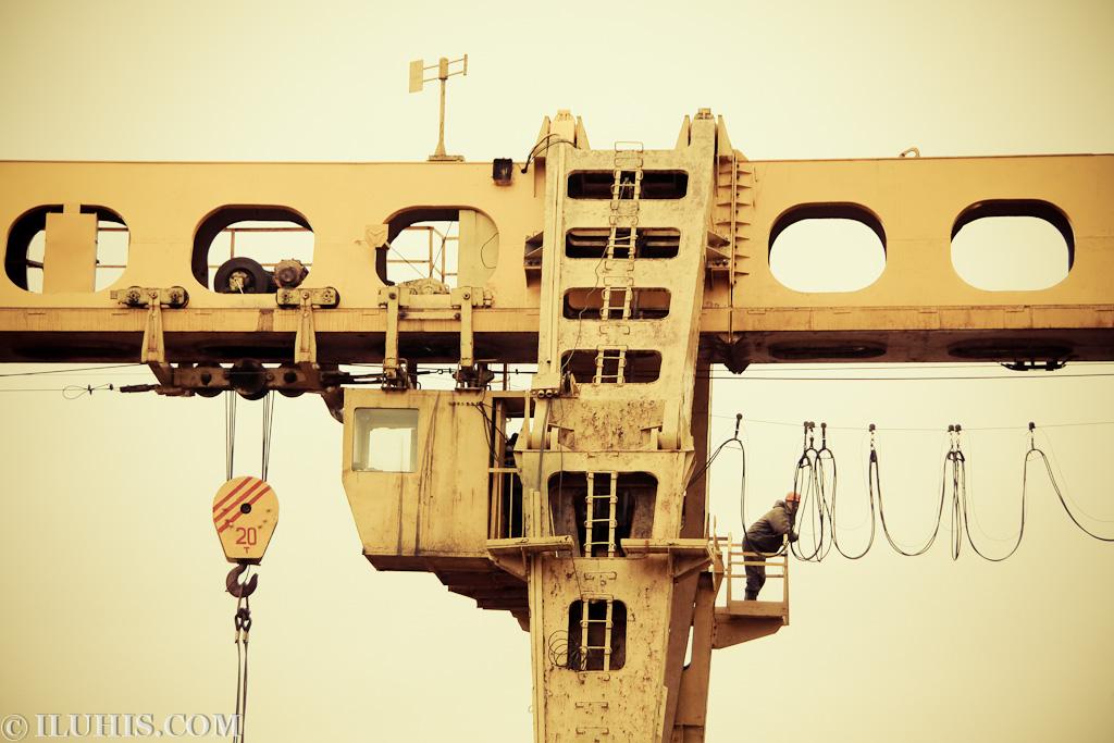 Кран. Строительство метро