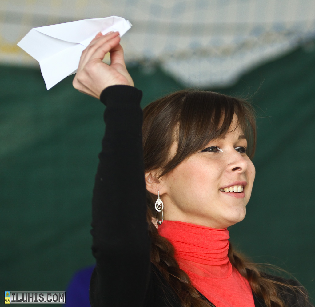 """Соревнования по запуску бумажных самолетиков """"Paper Wings"""""""