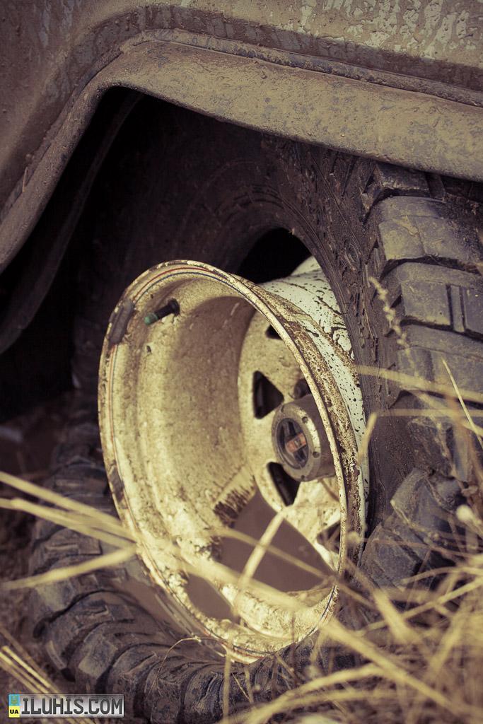 Разбортированное колесо внедорожника