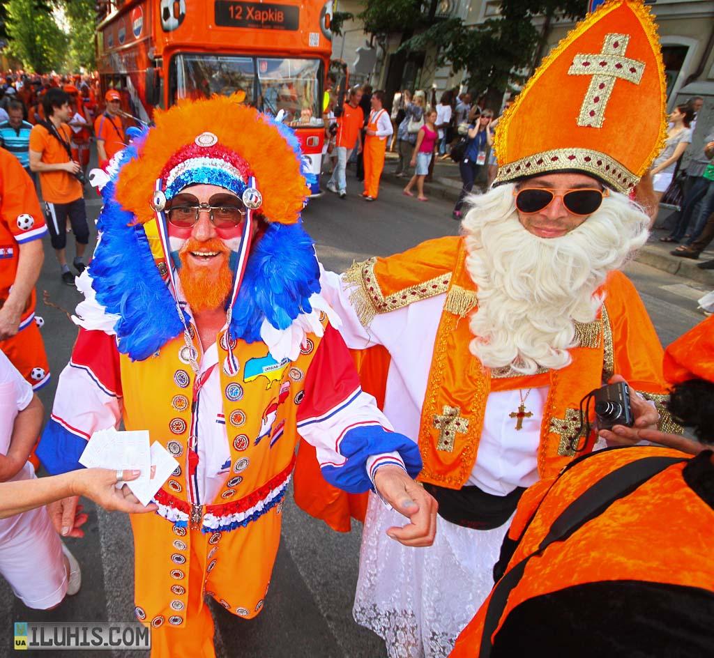 Марш голландских болельщиков в Харькове