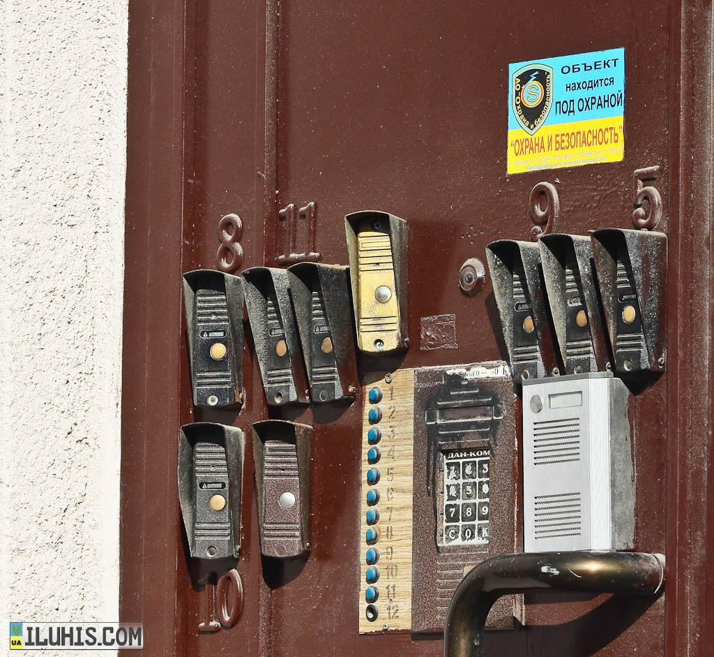 Домофоны на двери