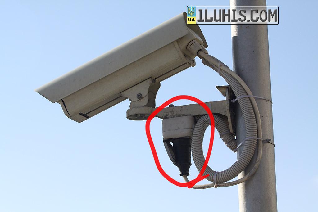 Камера видеонаблюдения с розеткой